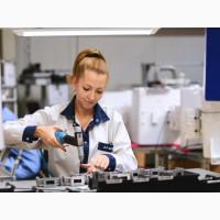 Работник на производство электродеталей в Польшу