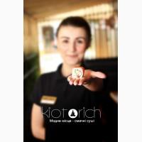 Официант в Киото Рич